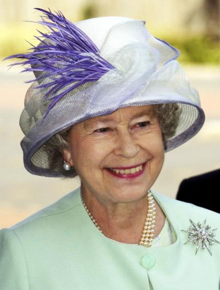 0421 queen royal wedding hats_we